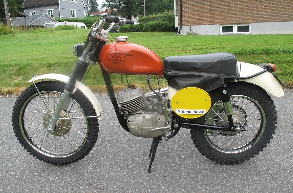 1966 CZ 175cc Type 971 Enduro Side Pipe 5 Gears